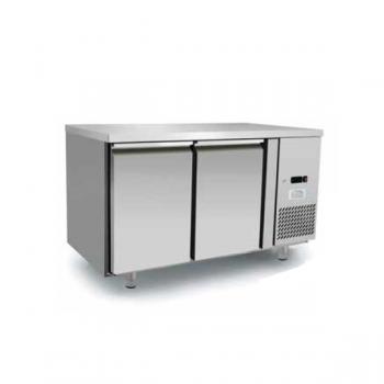 Tavolo refrigerato 2 porte in acciaio inox  - Temperatura 0/+8°C - L.136 x P.70 x H.85 cm - Classe energetica A